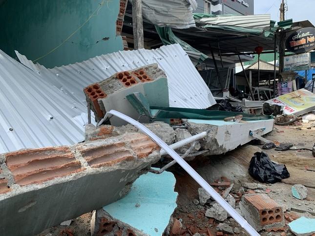 Hiện trường tan hoang vụ 'xe điên' lao vào nhà dân ở Quảng Ngãi ảnh 3
