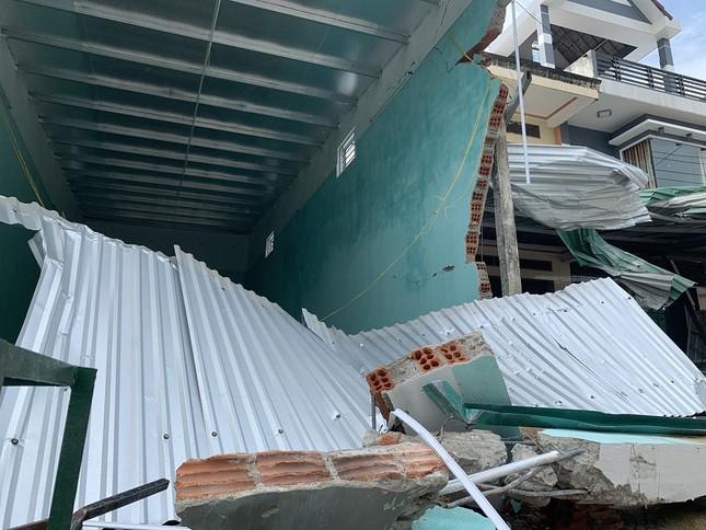 Hiện trường tan hoang vụ 'xe điên' lao vào nhà dân ở Quảng Ngãi ảnh 4
