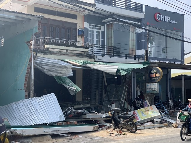 Hiện trường tan hoang vụ 'xe điên' lao vào nhà dân ở Quảng Ngãi ảnh 13