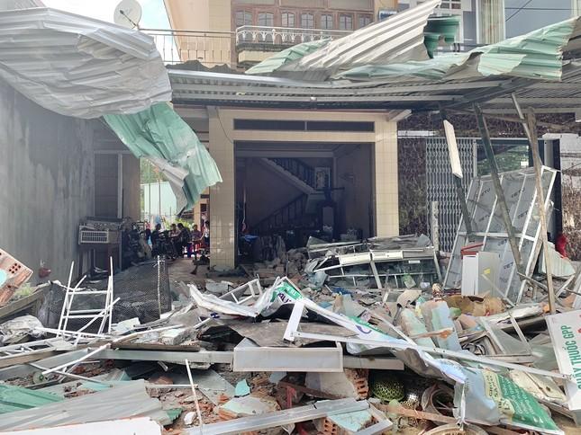 Hiện trường tan hoang vụ 'xe điên' lao vào nhà dân ở Quảng Ngãi ảnh 1