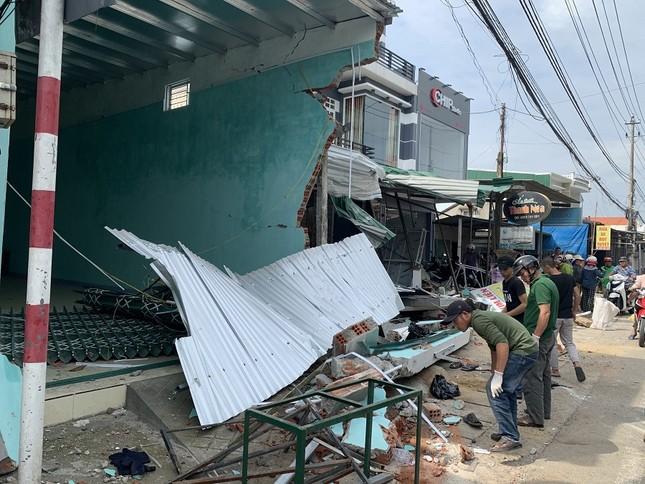 Hiện trường tan hoang vụ 'xe điên' lao vào nhà dân ở Quảng Ngãi ảnh 11