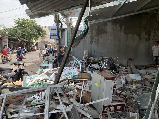 Hiện trường tan hoang vụ 'xe điên' lao vào nhà dân ở Quảng Ngãi ảnh 6