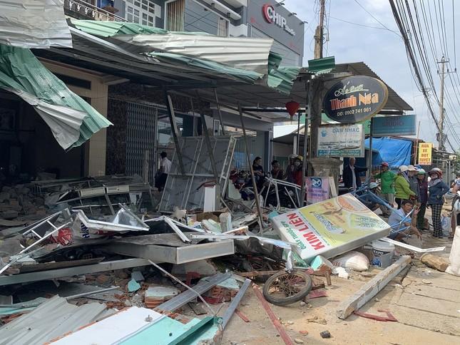 Hiện trường tan hoang vụ 'xe điên' lao vào nhà dân ở Quảng Ngãi ảnh 2