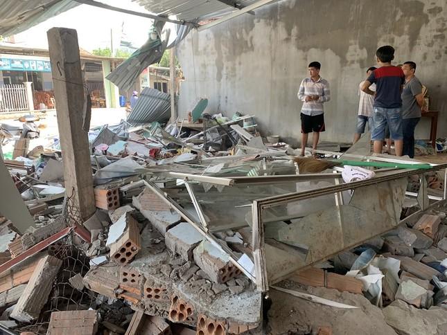 Hiện trường tan hoang vụ 'xe điên' lao vào nhà dân ở Quảng Ngãi ảnh 5