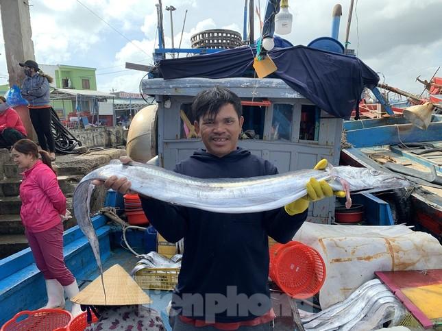 Ngư dân Quảng Ngãi trúng đậm sau chuyến biển xuyên Tết ảnh 5