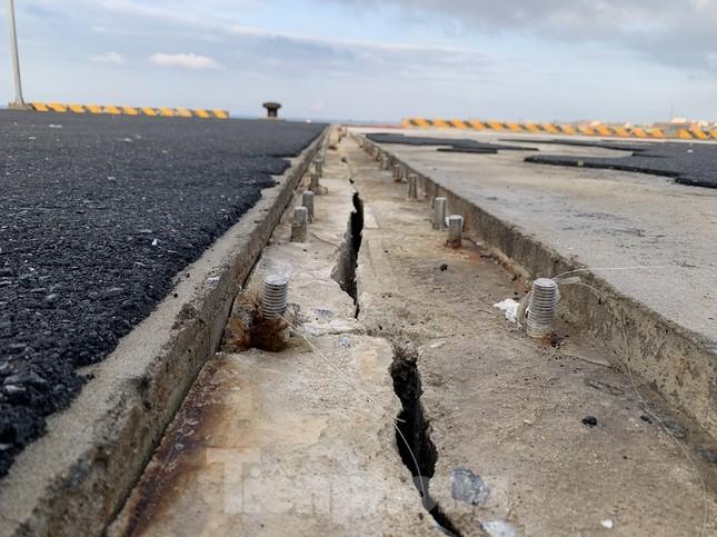 Công trình 250 tỷ chưa nghiệm thu đã 'thương tích đầy mình' vì bão ảnh 8