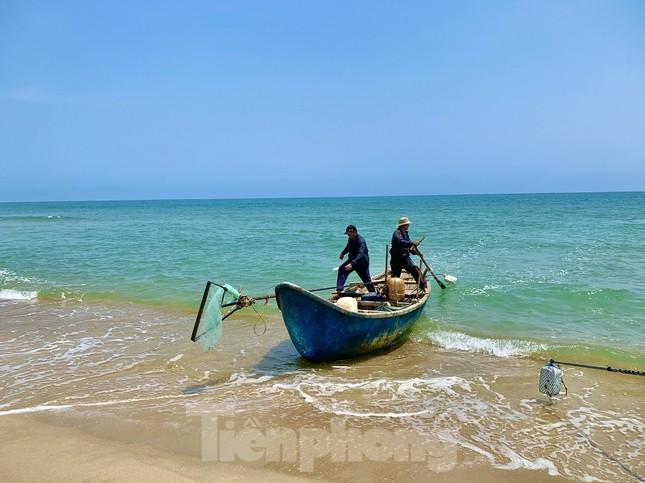 Ngư dân bỏ túi tiền triệu mỗi ngày nhờ cào 'lộc biển' ảnh 1
