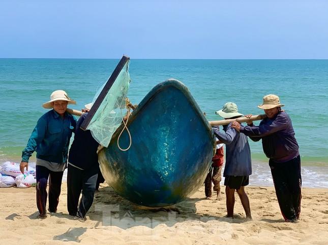 Ngư dân bỏ túi tiền triệu mỗi ngày nhờ cào 'lộc biển' ảnh 9