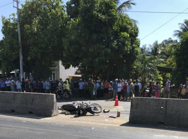 Tai nạn nghiêm trọng ở Bình Định, 2 người chết 1 người bị thương ảnh 2