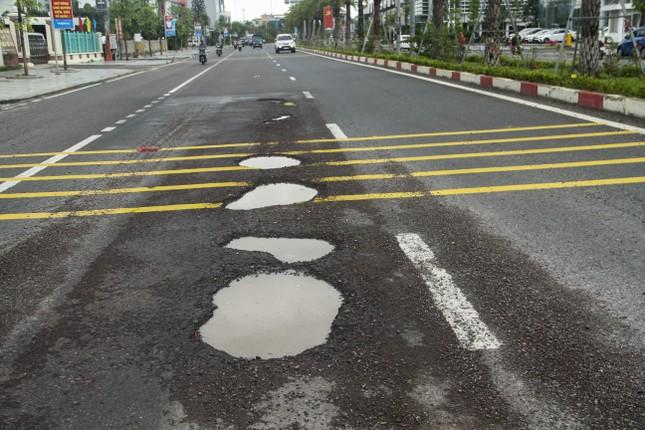 Quốc lộ 1D đi qua Bình Định lại 'áo rách' sau mưa ảnh 4