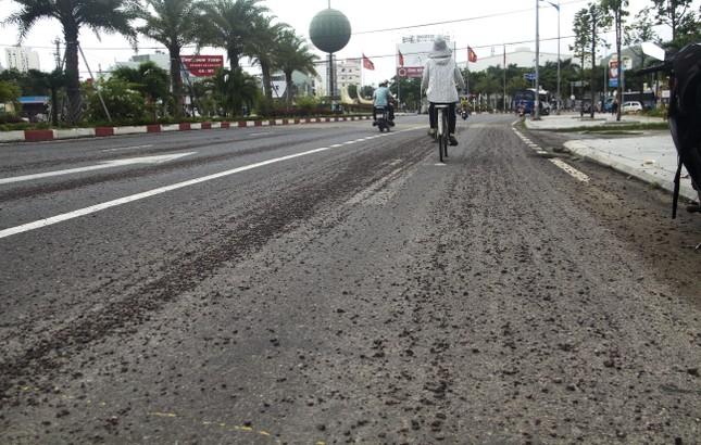 Quốc lộ 1D đi qua Bình Định lại 'áo rách' sau mưa ảnh 3