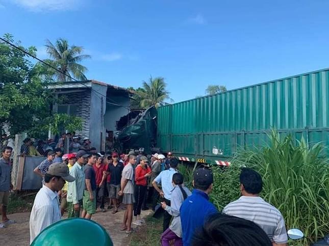 Container bất ngờ tông sập nhà dân, một người tử vong ảnh 1