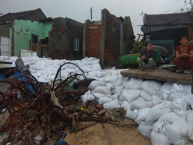 Sau bão số 5: Quảng Ngãi hư hại hơn 400 nhà, sóng đánh sập kè ở Bình Định ảnh 14