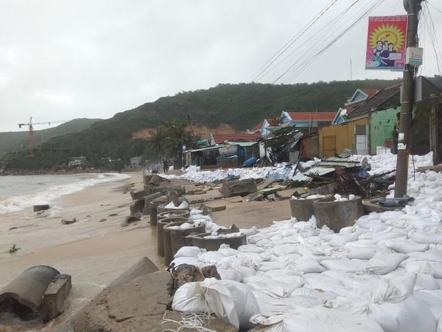 Sau bão số 5: Quảng Ngãi hư hại hơn 400 nhà, sóng đánh sập kè ở Bình Định ảnh 13