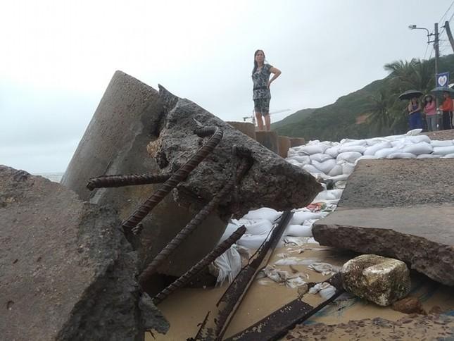 Sau bão số 5: Quảng Ngãi hư hại hơn 400 nhà, sóng đánh sập kè ở Bình Định ảnh 12