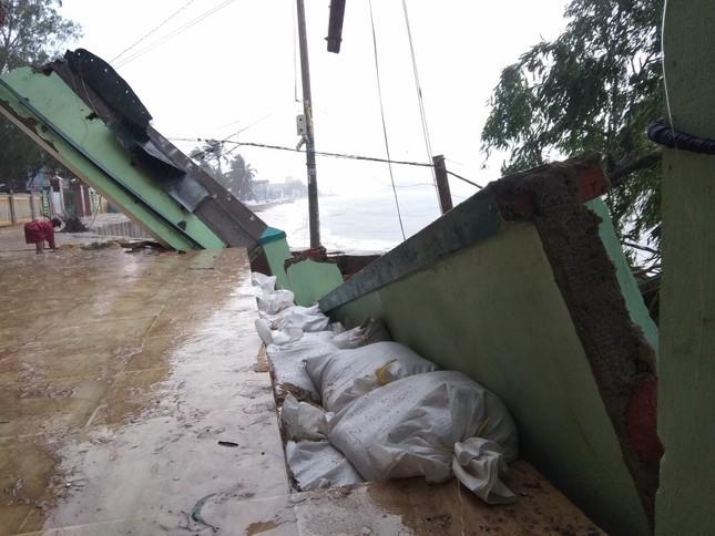 Sau bão số 5: Quảng Ngãi hư hại hơn 400 nhà, sóng đánh sập kè ở Bình Định ảnh 19