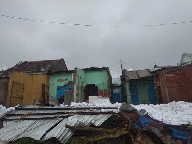 Sau bão số 5: Quảng Ngãi hư hại hơn 400 nhà, sóng đánh sập kè ở Bình Định ảnh 11