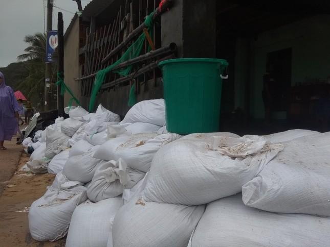Sau bão số 5: Quảng Ngãi hư hại hơn 400 nhà, sóng đánh sập kè ở Bình Định ảnh 18