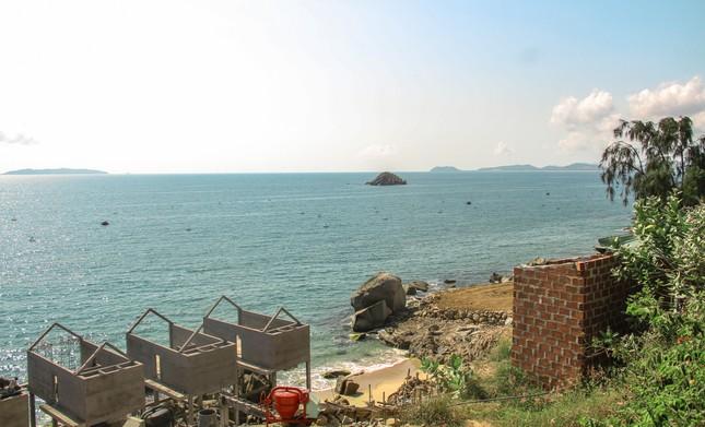 Cận cảnh 2 khu nghỉ dưỡng vừa bị thổi phạt dọc bờ biển Quy Nhơn ảnh 6