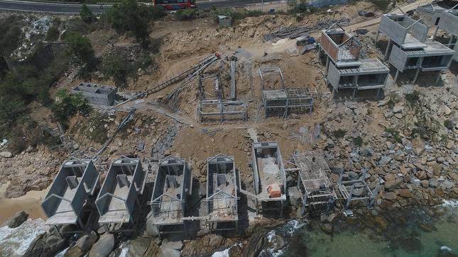 Cận cảnh 2 khu nghỉ dưỡng vừa bị thổi phạt dọc bờ biển Quy Nhơn ảnh 4