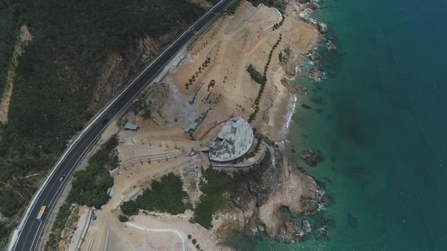 Cận cảnh 2 khu nghỉ dưỡng vừa bị thổi phạt dọc bờ biển Quy Nhơn ảnh 11