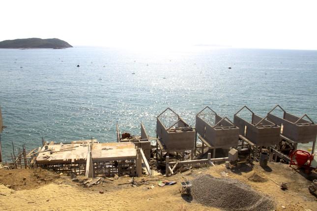 Cận cảnh 2 khu nghỉ dưỡng vừa bị thổi phạt dọc bờ biển Quy Nhơn ảnh 5