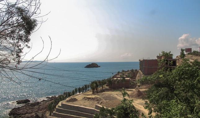Cận cảnh 2 khu nghỉ dưỡng vừa bị thổi phạt dọc bờ biển Quy Nhơn ảnh 9