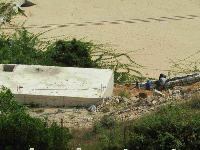 Cận cảnh 2 khu nghỉ dưỡng vừa bị thổi phạt dọc bờ biển Quy Nhơn ảnh 8