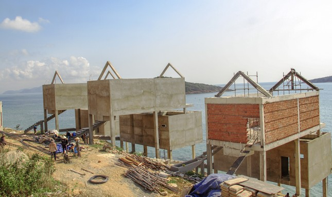 Cận cảnh 2 khu nghỉ dưỡng vừa bị thổi phạt dọc bờ biển Quy Nhơn ảnh 7