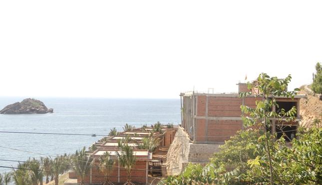 Cận cảnh 2 khu nghỉ dưỡng vừa bị thổi phạt dọc bờ biển Quy Nhơn ảnh 10