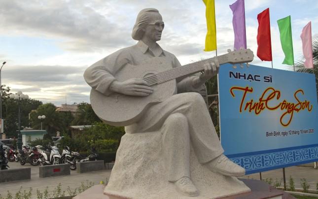 Khánh thành tượng nhạc sĩ Trịnh Công Sơn bên bờ 'Biển nhớ' Quy Nhơn ảnh 2