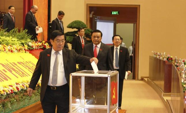 Chủ tịch UBND tỉnh được bầu làm Bí thư Tỉnh ủy Bình Định ảnh 1