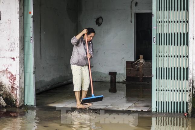 Lũ dâng nhanh, đường phố Quy Nhơn thành sông, hơn 500 hộ dân bị ngập ảnh 5