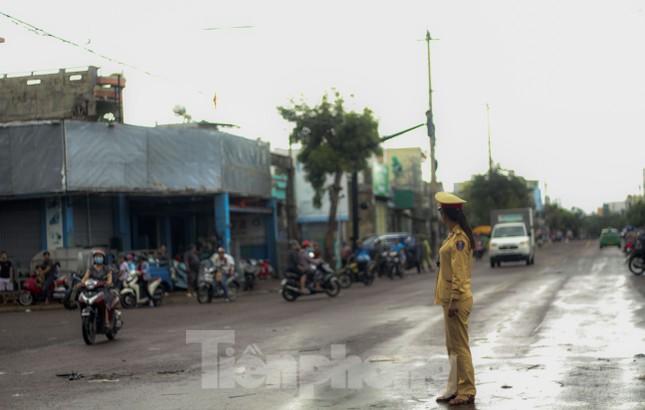 Lũ dâng nhanh, đường phố Quy Nhơn thành sông, hơn 500 hộ dân bị ngập ảnh 4
