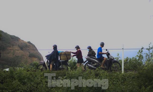 Lũ dâng nhanh, đường phố Quy Nhơn thành sông, hơn 500 hộ dân bị ngập ảnh 9