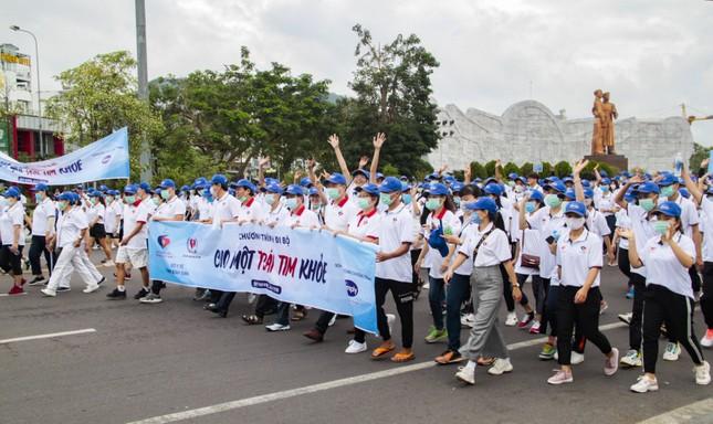 Gần 3.000 người tham gia đi bộ 'cho một trái tim khoẻ' ảnh 1