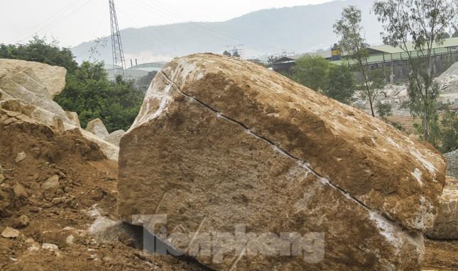 Bình Định lập tổ công tác 'cứu' núi Hòn Chà ảnh 1