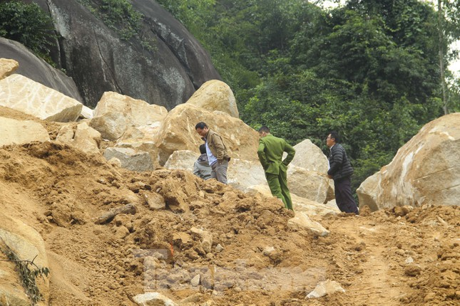Bình Định lập tổ công tác 'cứu' núi Hòn Chà ảnh 2