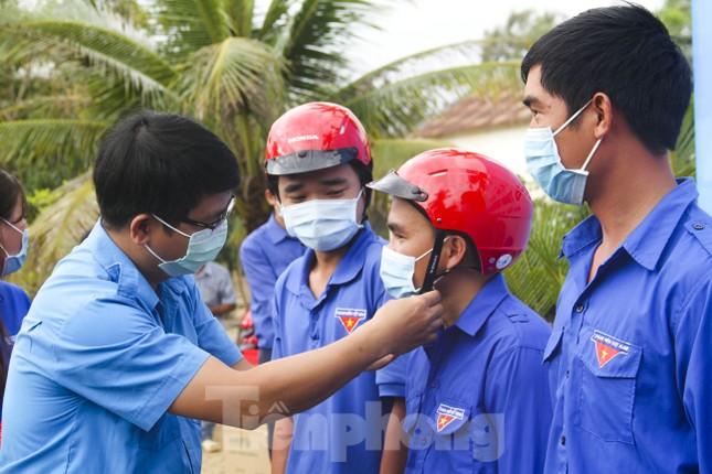 Bình Định ra quân chương trình 'Tháng ba biên giới' ảnh 2
