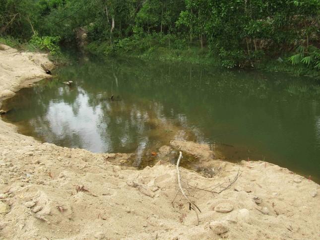 Vụ học sinh lớp 7 đuối nước thương tâm: Xã nói không có dấu hiệu khai thác cát ảnh 1