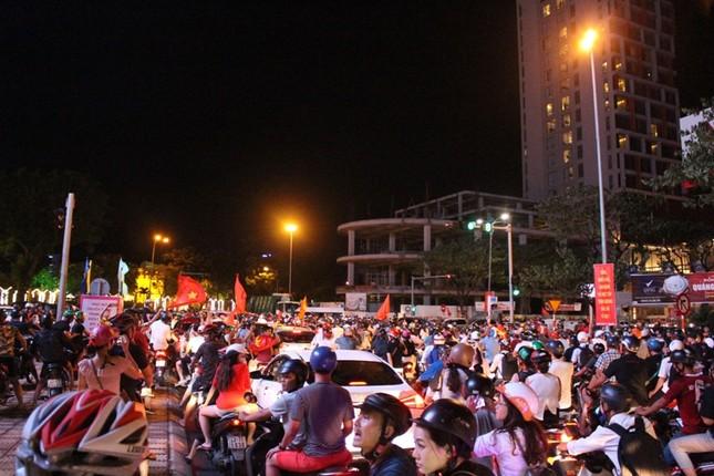Đà thành đêm trắng ăn mừng Olympic Việt Nam ảnh 8