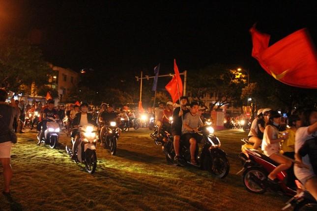 Đà thành đêm trắng ăn mừng Olympic Việt Nam ảnh 9