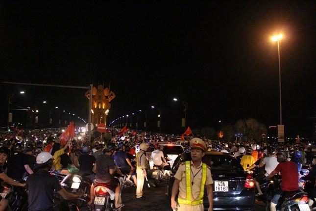 Đà thành đêm trắng ăn mừng Olympic Việt Nam ảnh 10