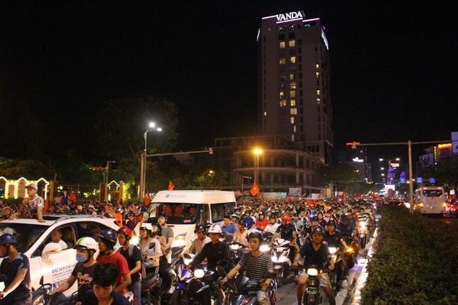 Đà thành đêm trắng ăn mừng Olympic Việt Nam ảnh 11
