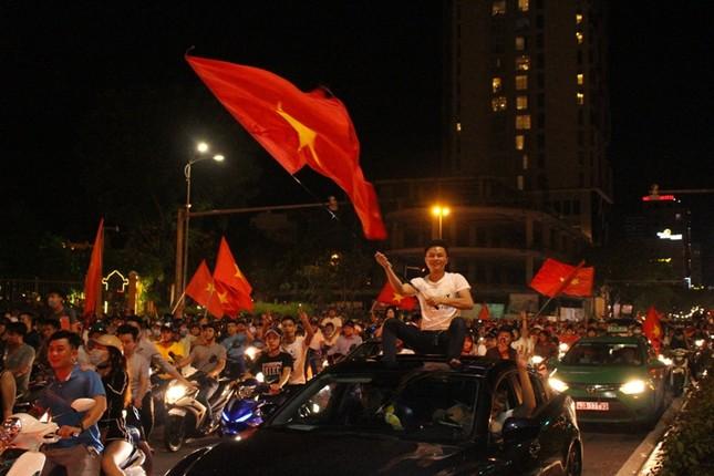 Đà thành đêm trắng ăn mừng Olympic Việt Nam ảnh 12
