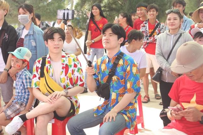 CĐV Đà Nẵng đội nắng cổ vũ Olympic Việt Nam ảnh 5