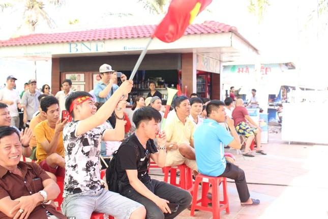 CĐV Đà Nẵng đội nắng cổ vũ Olympic Việt Nam ảnh 6