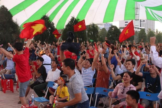CĐV Đà Nẵng thất thần sau trận thua của Olympic Việt Nam ảnh 1
