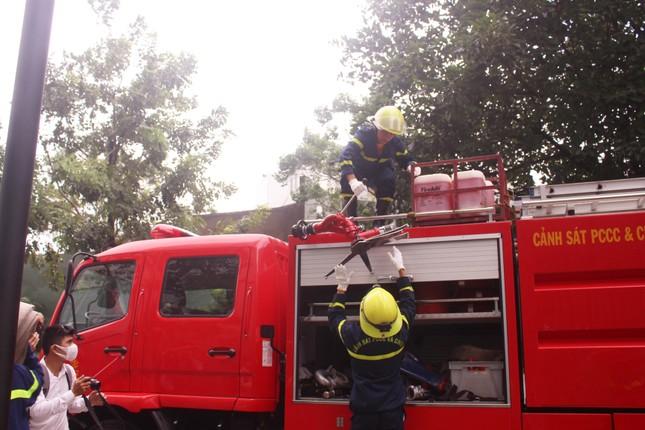 1000 người diễn tập chữa cháy tại Đà Nẵng ảnh 3