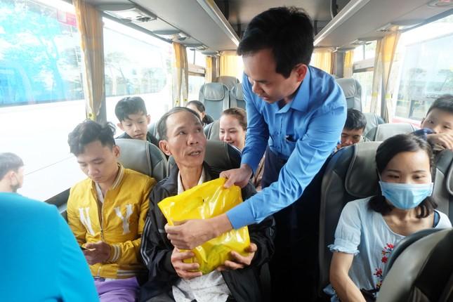 62 chuyến xe miễn phí đưa 2500 công nhân về quê đón Tết ảnh 4